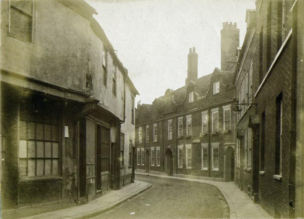 7715_2_Kings_Lynn_Queen_Street_c1909.jpg