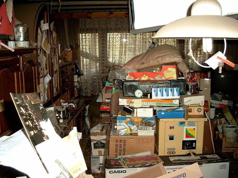 800px-Compulsive_hoarding_Apartment.jpg
