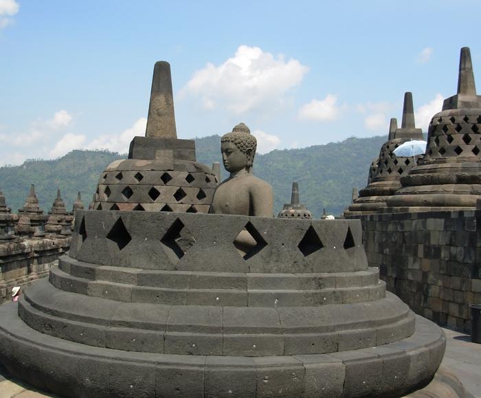 AsiaPacificJourneysIndonesia_Borobudur_large.JPG