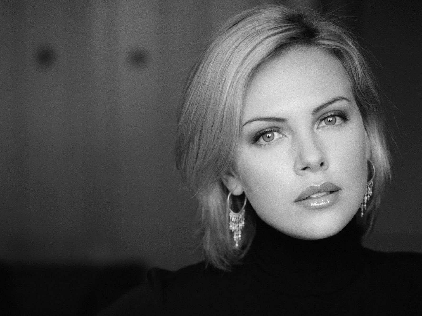 Charlize-Theron-14-705084.jpeg