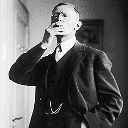 Hermann_Hesse_1926_by_Gret_Widmann.jpeg