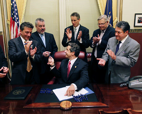 alg_cuomo-signs-marriage-bill.jpg