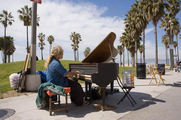 piano_venice-beach_600px_1084.jpg