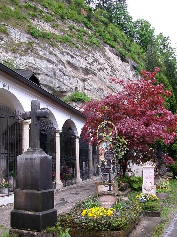 salzburg_austria_st_peters_abbey_cemetery_20090605_1821300671.jpg