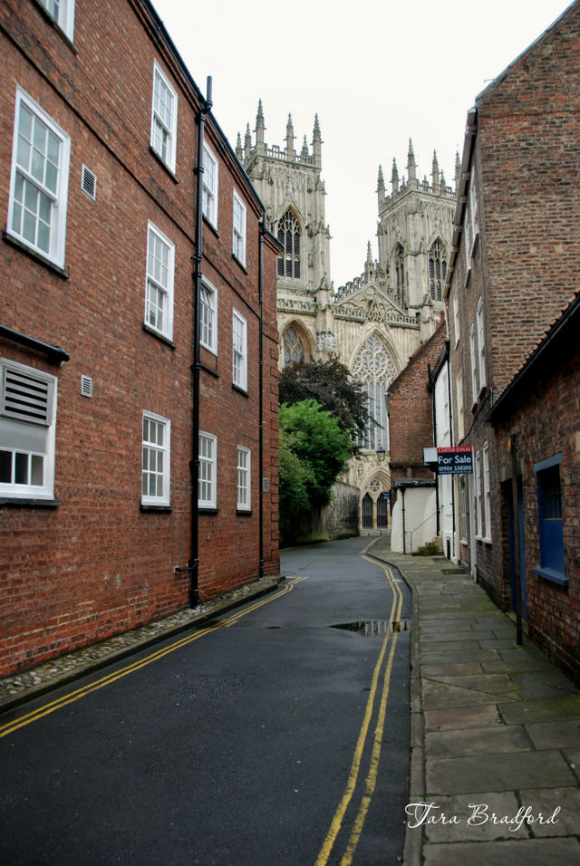york_minster_cathedral_from_side__2.jpg